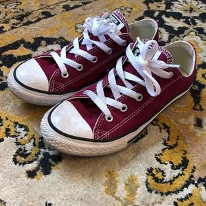 EUC women's 5 Red converse all star tennis shoes